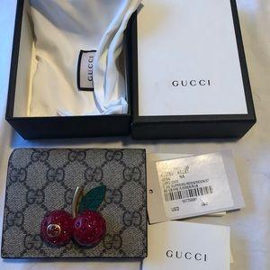 Gucci Accessories Gg Supreme Cherry Card Case Wallet